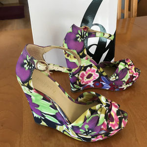 Nine West Floral-Pattern Wedge Sandal, Size 5